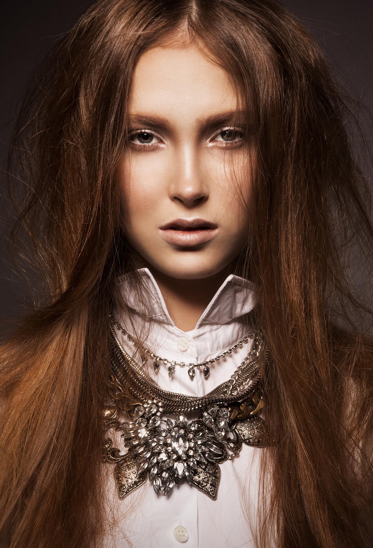 Hair & Make-up: Melanie Volkart Photographer: Ellin Anderegg Model: Claudine Ana Cohen-Landolt