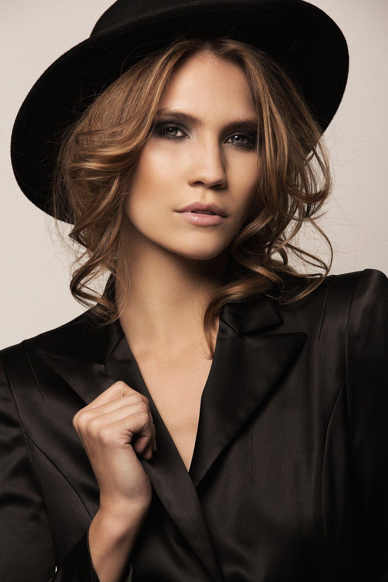 KERSTIN COOK I Hair & make-up: Melanie Volkart Photographer: Ellin Anderegg