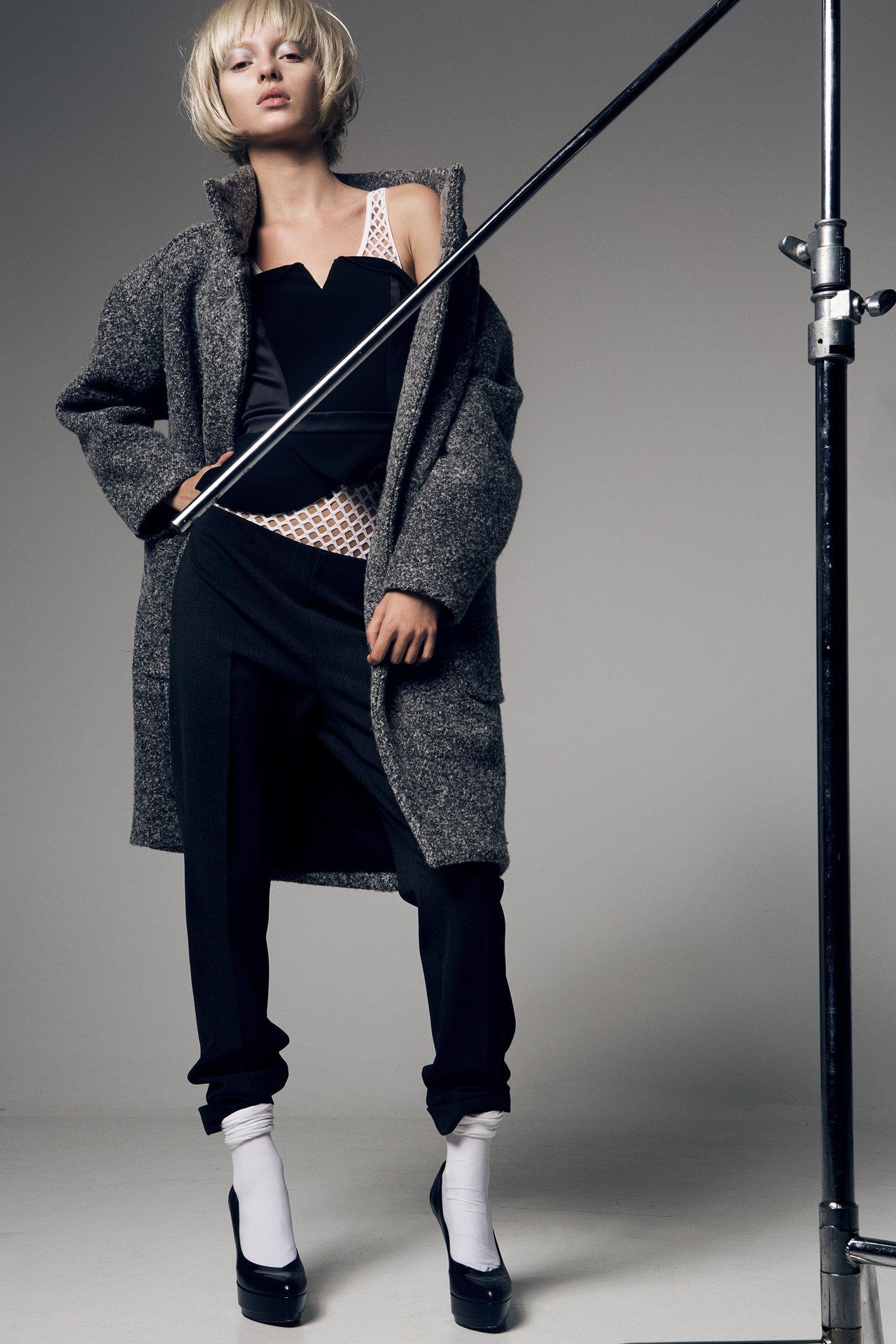 Hair, Makeup & Manicure: Melanie Volkart Photographer: Ellin Anderegg Stylist: Elif Gedik Model: Luisa Laemmel
