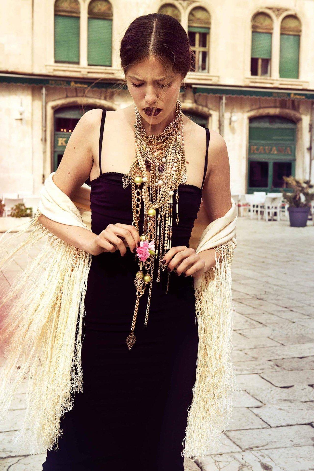 LA PLUS BELLE MAGAZINE l Hair, Makeup & Nails: Melanie Volkart Styling: Letizia Abbatiello Photographer: Ellin Anderegg Model: Barbara @ Megamodels Hamburg