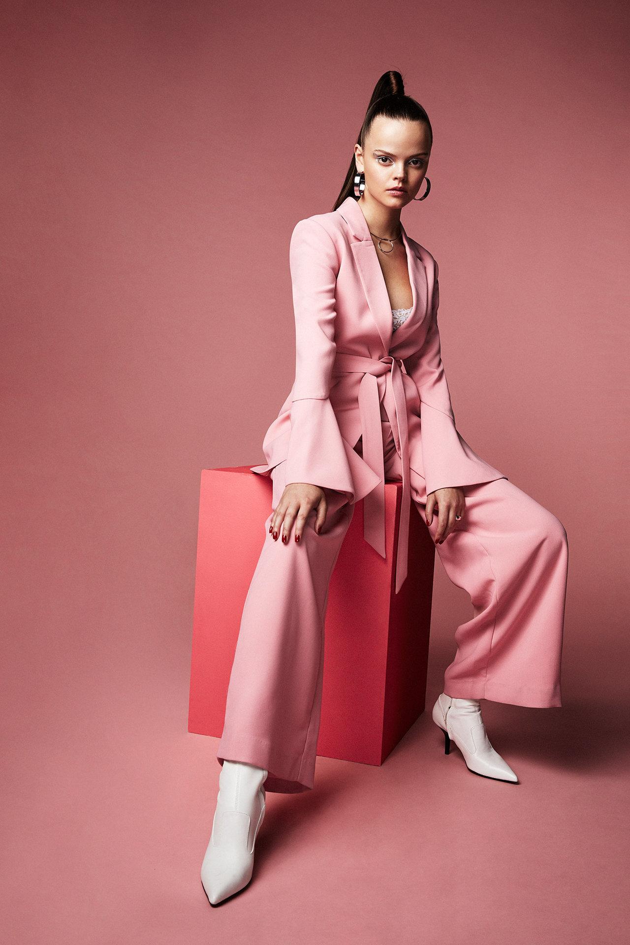 Editorial fashion stylist jobs 10