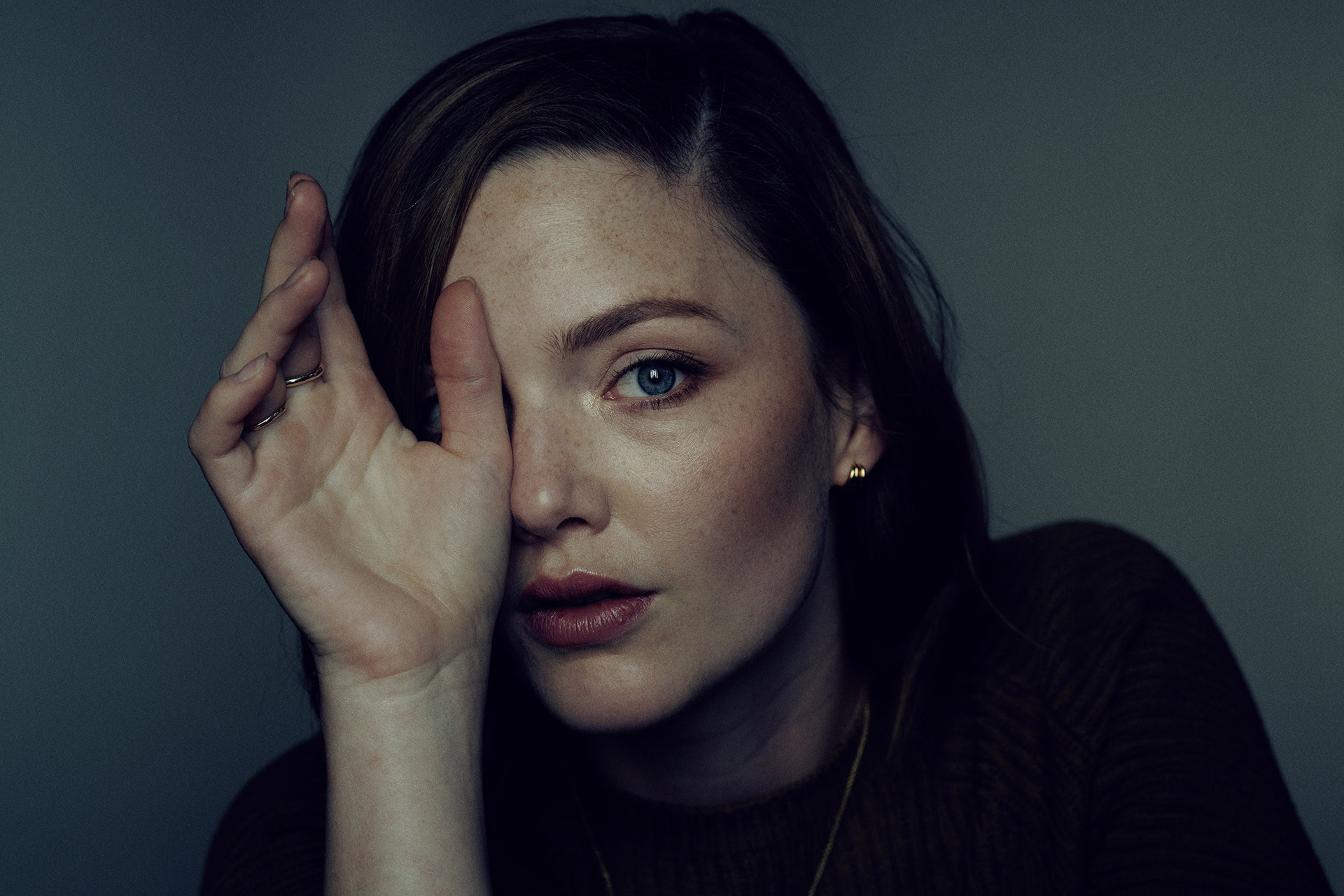 HOLLIDAY GRAINGER I Hair: Melanie Volkart I Makeup: Fabienne Pauli I Photographer Anoush Abrar